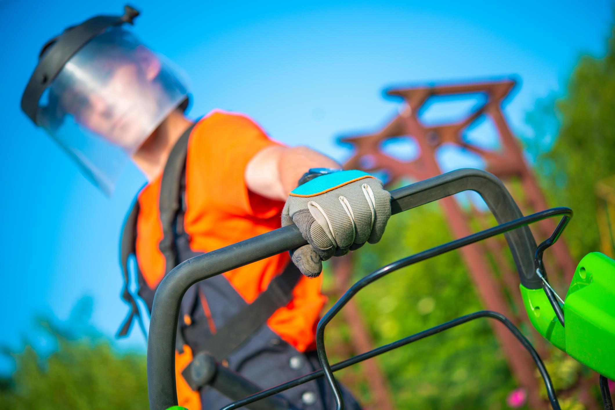 011431d143d5-Landscaper_Holding_Lawn_in_Orange_County